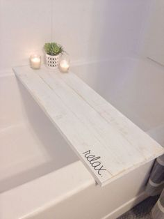 Soaking Table for tub...this would look good in a driftwood stain. #DIYHomeDecorPallets