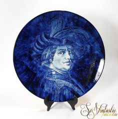 XL wall plate / charger made of true delft ware pottery by Royal Delft in Holland. Showing an entirely hand painted portrait of Rembrandt van Rijn in cobalt deep blue tones. In good condition, € 40 by SoVintastic