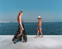 Martin Parr This image not only calls a difference between the young, pale girl… Photography Themes, History Of Photography, Color Photography, Street Photography, Martin Parr, Documentary Photographers, Great Photographers, Magnum Photos, Editorial