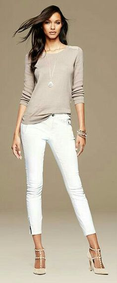 Once again the shoes make the outfit. White skinnies, beige top -classy look! Love Fashion, Autumn Fashion, Fashion Looks, Womens Fashion, Gq Fashion, Petite Fashion, Curvy Fashion, Modest Fashion, Spring Fashion