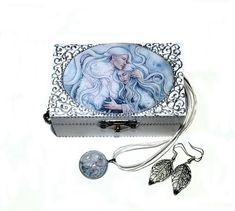 Romantic jewellery box pendant and earrings set  Hold me