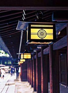 Meiji-jingū est le plus grand lieu de culte shintoïste du pays, où l'on célèbre de nombreux mariages et cérémonies.