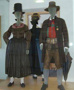 Museum St. Johann in Tirol: HISTORISCHE TRACHTEN AUS DEM LEUKENTAL