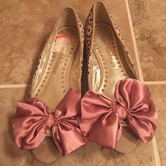 Libby Edelman flats See print for details very great condition slightly used the bow is rose color or mauve Libby edelman Shoes Flats & Loafers
