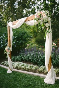 You can't go wrong with this romantic DIY wood, fabric + floral setting.
