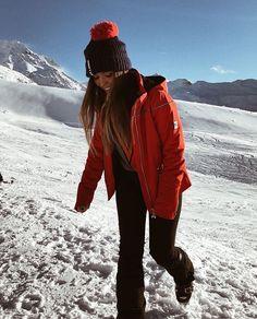 Having fun in the snow Photo Ski, Ski Bunnies, Snow Pictures, Snow Outfit, Ski Vacation, Winter Love, Ski And Snowboard, Ski Ski, Foto Pose
