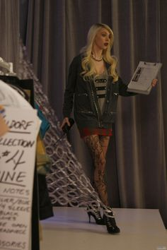 Celebrity Pictures @ Your favorite source for HQ photos / Pictures, Gallery, HQ, High Quality. Gossip Girls, Gossip Girl Cast, Gossip Girl Outfits, Gossip Girl Fashion, Celebrity Pictures, Celebrity Style, Taylor Monsen, Jenny Humphrey, Love Her Style