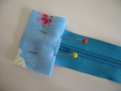 Flossie Teacakes: Lined, finished ends zippered pouch / make up bag tutorial
