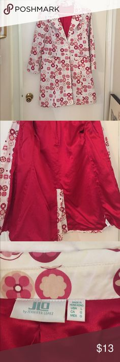 JLO Coat My favorite raincoat is too big🙁 cuz I've lost 30 lbs😃.  It's 99% cotton, 1% spandex. The fabric content of the satiny,scarlet lining is not noted. It is machine washable. Unfortunately I don't have the belt, thusly, the low price. You'll have to improvise or wear it without a belt. JLO Jackets & Coats