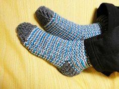 Cómo tejer calcetines con telar circular - YouTube