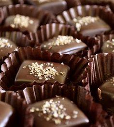 Chocolate & Sea Salt Caramel Chews Snoep Recepten, Zoete Recepten, Desertrecepten, Heerlijke Desserts, Lekker Eten, Kerst Bakken, Gastronomia, Truffels, Eten