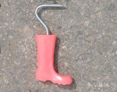 Jelly Welly Hoof Pick - Discerning horse owners know there's more than meets than eye when it comes to hoof picks. My Stable Life (blog) - www.westernhorsereview.com Horse Grooming Supplies, Grooming Kit, Stables, Jelly, Rubber Rain Boots, Things To Come, Horses, Eye, Blog
