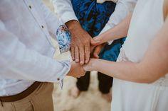 la manina : sunrise wedding @ waimanalo beach deutschsprachige Hochzeitsplanung in Hawaii  pics by Chelsea Abril Photography