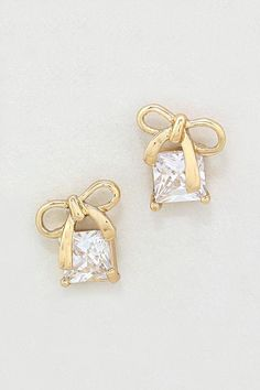Gold diamond studs with cute little bows #gold #blacktie #jewelry #bridalaccessories #earrings