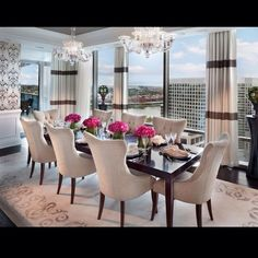 Beautiful Dinning Room, magnificent View.