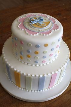 cutest first birthday cake can t wait to make abigail s first on birthday cake queen st