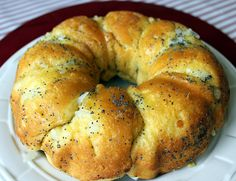Garlic and Onion Biscuit Ring ~ so easy and delicious too