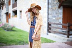 Casual Look. Look con vestido vaquero y poncho. A trendy life. #casual #denim #denimdress #poncho #hat #seventies #wedges #details  #magode #michaelkors #zara #suiteblanco #outfit #fashionblogger #atrendylife www.atrendylifestyle.com