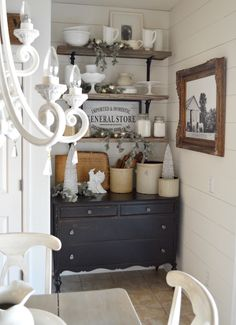 Shabby to Chic: Five Ways to Revamp and Modernize Your Shabby Chic Room - Sweet Home And Garden Cozinha Shabby Chic, Estilo Country, Living Comedor, Home And Deco, Open Shelving, Diy Shelving, Display Shelves, Home Interior, Farmhouse Decor