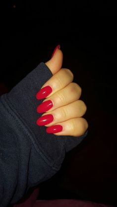 Round Acrylic nails in Red