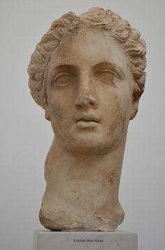 Diana Nemorensis, an Italic form of the goddess, her sanctuary was on the northern shore of Lake Nemi, Ny Carlsberg Glyptotek, Copenhagen | da Following Hadrian
