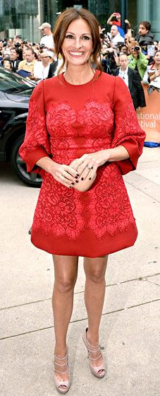Julia Roberts in a red Dolce & Gabbana mini dress and nude pumps and clutch by Gucci