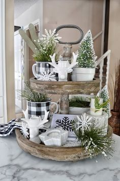 Dining Delight: Winter Tiered Tray Decor - Diy Wohnkultur Ideen - Home Decor Country Farmhouse Decor, Farmhouse Christmas Decor, Rustic Christmas, Modern Farmhouse, Farmhouse Ideas, Decorate Fireplace For Christmas, Farmhouse Style, Farmhouse Sinks, Country Interior