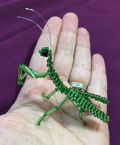 Verde con cuentas escultura miniatura de Mantis religiosa