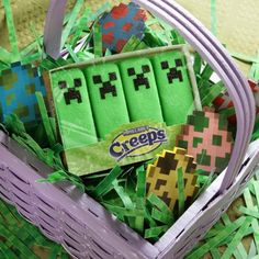 Just in time for Easter, Creeper Peeps ThinkGeek announces their newest candy, Minecraft Marshmallow Creeps, Minecraft Party, Minecraft Stuff, Minecraft Funny, Minecraft Crafts, Candy Minecraft, Minecraft Food, Minecraft Pictures, Minecraft Decorations, Minecraft Videos