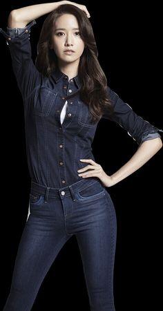 소녀시대 윤아 Beautiful Girl In India, Beautiful Asian Girls, Beautiful Gowns, Yoona, Snsd, Girls Generation, Korean Beauty, Asian Beauty, Sexy Jeans