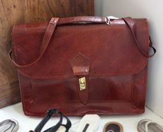 Pretty vintage leather bag. By: Phintage http://lokalinc.nl/
