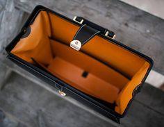 bag /портфель/ букча  #leathercraft #leather #workshop #tools #mariam #казань #handmade #татарстан #kazan #vintage #портфель #bag #vogue #fashion #beautiful #luxury #man #style #кожа  photo by  @ogurechkina by 19.mary