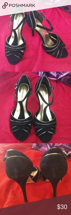 """Sandals Call it Spring Beautiful sandals in good condition, buttom? shows use, size 7, heel 4"""" Call It Spring Shoes Sandals"""