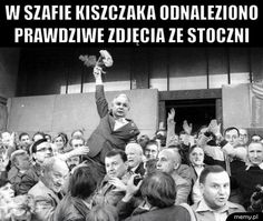 August 31 Polish government signs accord with Gdansk shipyard workers on this date in history – Adventures in Jeff's Land Retro Pictures, Retro Pics, On This Date, Good Old Times, Illustrations And Posters, Pisa, Famous People, History, Jokes