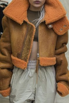 Sell and buy clothes, shoes and accessories Fashion Casual, Winter Fashion, Denim Fashion, Yeezy Season 3, Peau Lainee, Fashion 2017, Womens Fashion, Inspiration Mode, Shearling Jacket
