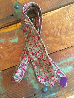Red Green Paisley Vintage Tie Mens Accessories by flickaochpojke #vintageties #menswear #mensaccessories