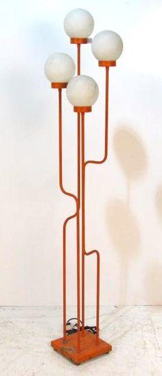MID CENTURY MODERN ORANGE METAL FLOOR LAMP : Lot 94