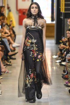 Coleção // Samuel Cirnansck, SPFW, N44 // Foto 36 // Desfiles // FFW Streetwear, Samuel Cirnansck, Moda Casual, Marcel, Ideias Fashion, One Shoulder, 36, Formal Dresses, Embroidery Dress