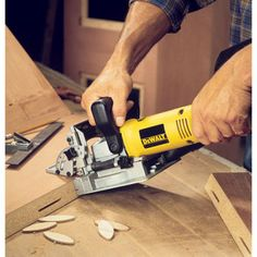 Cómo unir madera de palets con tarugos o espigas