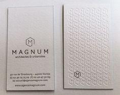 mpression carte de visite 8,5 x 5,5 cm, , débossage 1 couleur et débossage pur R° et 1 couleur V° + tranches de couleur sur papier duplex 2x300g. Design par 2point2.
