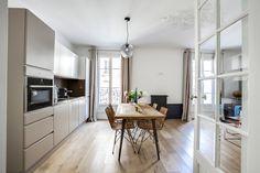 Parquet en chêne couronne decorasol paris / Disponible en vente en ligne / Appartement parisien très déco et tendance avec cuisine ouverte sur le salon #decorasol