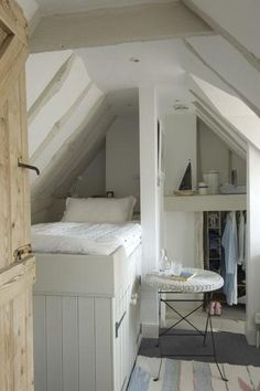 small space - good to see the under bed space being used too, great setup