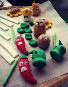 Meet the Plants vs Zombies gang, in fondant!
