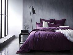Une parure de lit violette, Blanc Cerise