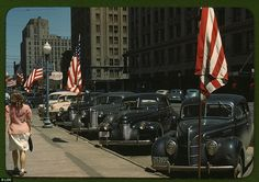 Cars and American flags line the main street of Lincoln, Nebraska, in 1942.  (Image: Library of Congress.)
