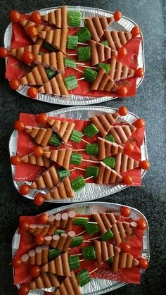 105 Christmas Tree Shaped Food Ideas that are too cute to be eaten - Hike n Dip - - Here are over 100 Christmas tree shaped food ideas. These Christmas recipes include snacks, appetizer dinner & desserts.Check out these Christmas food ideas. Christmas Party Food, Xmas Food, Christmas Appetizers, Christmas Cooking, Christmas Desserts, Christmas Tree, Christmas Dinners, Christmas Brunch, Healthy Christmas Treats