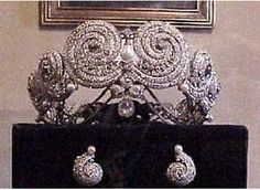 Princess Shwiar's Tiara (Egypt). A platinum tiara and earrings, set with 2,159 diamonds and flawless white pearls. Commissioned by King Fouad.  Unsurprising similarities to this famous 1905 tiara gift http://pinterest.com/pin/49610033365498903/edit/