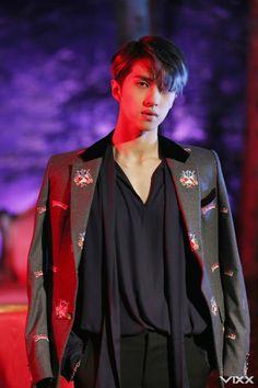 [스타캐스트] '잇츠 어 판타지'…판타지가 되어 버린 빅스 여섯 남자의 'Fantasy' MV 촬영 현장 비하인드! :: 네이버 TV연예