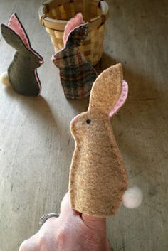 12 Ways To Have The Hoppiest Easter Ever Let your kids bring their Easter friends to life with simple Easter Bunny finger puppets. Felt Puppets, Puppets For Kids, Felt Finger Puppets, Felt Diy, Felt Crafts, Easter Crafts, Crafts For Kids, Craft Projects, Sewing Projects