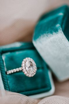 Stunning oval cut diamond halo engagement ring: http://www.stylemepretty.com/2016/02/10/dream-city-proposal-at-the-museum-of-fine-arts/ | Photography: Annamarie Swift - http://annmarieswift.com/